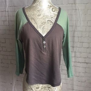 Free People WE THE FREE V neck top in XS